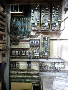 修理する機械の制御盤